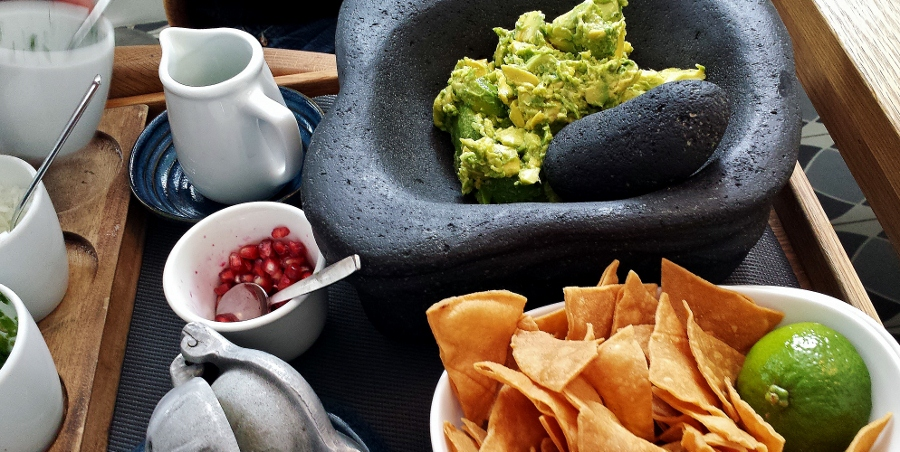 Los ingrediente para el guacamole.