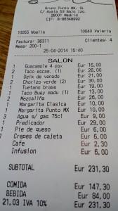 4 personas, con cóctel y 1 botella de vino para 3 personas, a 57,75 €. por persona.