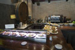 Buena barra de pintxos del restaurante Jaizkibel.