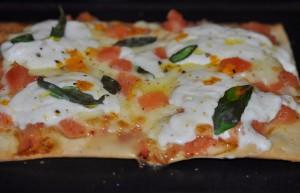 Coca pizza de mozarella de bufala (640x413)