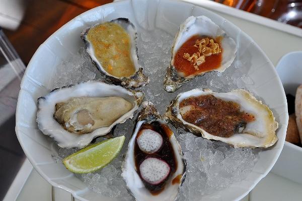 Degustación de ostras de Ricard Camarena.  Ramsés