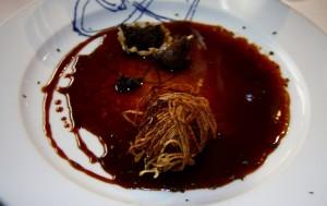 Paloma torcaz en hilos de verdura y salsa de vinos generosos del restaurante ARCE