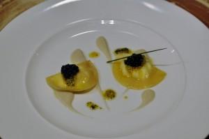 Ravioli de ricota, caviar, anchoa y aceituna. Santceloni