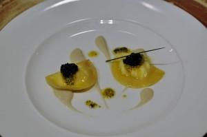 Ravioli de ricota, caviar, anchoa y aceituna. Sanceloni. Los 5 Mejores