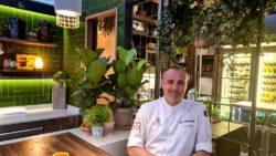 Rodrigo de la Calle en su restaurante. El Invernadero. Los 5 Mejores
