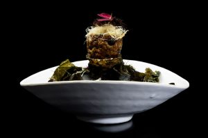 Bacalao Noruego en crujiente de alcachofas de Jerusalem con algas
